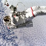 RT @Discovery: #TBT: Astronaut Mark C. Lee floats freely without tethers in 1994! http://t.co/gVC8LkKcIR