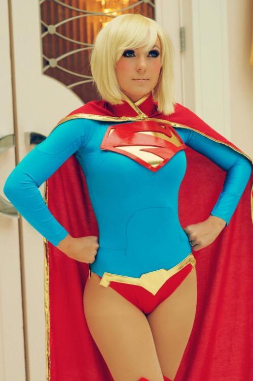 #hot #ComicCon #Supergirl http://t.co/qjWwzsqKGY