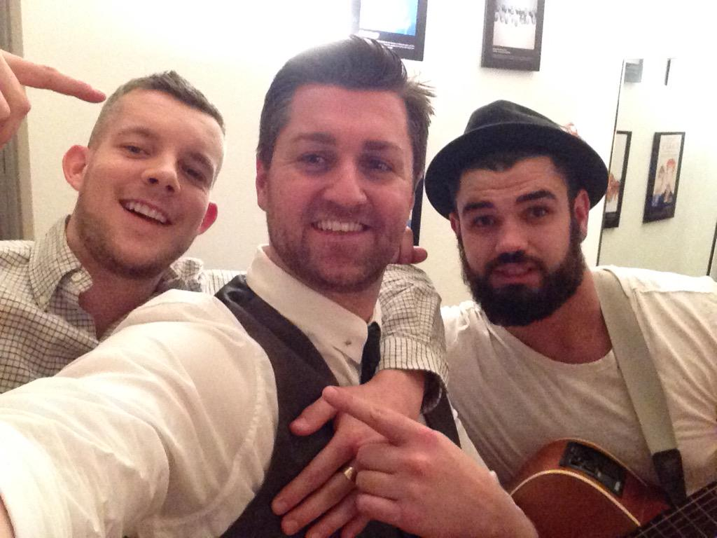 Amazing night at @5thViewLondon with our #LiveMusic Thursday! Look who popped in! @russelltovey http://t.co/1YyUnXtOhc