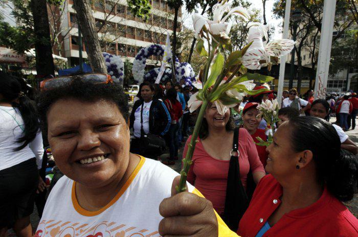 VTVCANAL8 (@VTVcanal8): Madres convocan a marcha en rechazo a las campañas terroristas este viernes http://t.co/gav1VoBI93 http://t.co/6PGLpuEj32