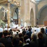 Sepelio de monseñor Eduardo González Buitrago en la Catedral de Manizales http://t.co/wiRsrmtwUt