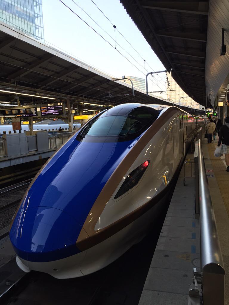 これから1人で金沢へ。噂の北陸新幹線のグランクラスがとてもよい報告。 http://t.co/5xxnNHW5gD