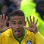 Neymar comemorando seu gol contra a França. 23 anos e 43 gols pela Seleção, incrível! https://t.co/w2ohSY2U5h