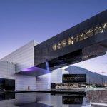 Un edificio modesto, cómodo para recibir a los compañeros de UNASUR #HablandoHuevadasComoElMashi http://t.co/fkQJJlK93j