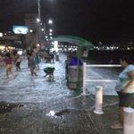 #CiudadanoInforma El Malecón de Salinas está prácticamente inundado, circule con precaución por dicha zona. http://t.co/wsokhPoVJZ