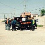 RT...Los del programa Cero Baches cayeron en un bache.  http://t.co/sxjaB4BozD  @AlexRodriguezSa @betoruizg @uncuadros / Ja..surrealista..