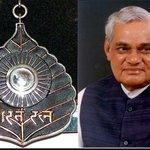 पूर्व प्रधानमंत्री अटल बिहारी वाजपेयी को आज सर्वोच्च नागरिक सम्मान भारत रत्न से सम्मानित किया जाएगा #BharatRatna http://t.co/c6IyMUFzyQ