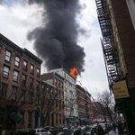 【写真特集・5枚】NYの日本人街・イーストビレッジのビルで爆発火災…12人負傷(ロイター/アフロ)⇒ http://t.co/huWAxp8L0x http://t.co/rWu8zfVqPP