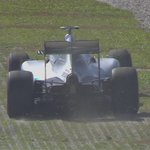Rosberg pushing hard here. Hits the grass but minutes later goes quickest with a lap of 1:40.973 #FP1 #MalaysiaGP http://t.co/iDgiYrZNUO