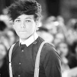 """""""@CurlyStyles1D: LETS NOT FORGET LOUIS STRIPED SHIRT AND OVERALLS #CarrotForANight http://t.co/XRCgatwuZr"""""""