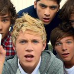 IF YOU REMEMBER FIND THE PHONE, SPIN THE HARRY AND THE VIDEO DIARIES YOU DESERVE AN AWARD #CarrotForANight http://t.co/F1kbA3ral8