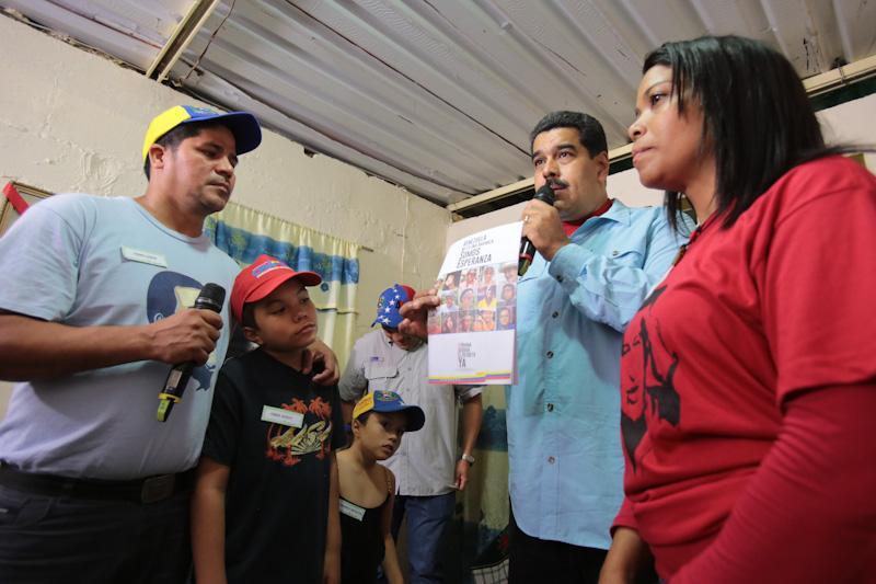 VTV CANAL 8 (@VTVcanal8): .@NicolasMaduro: Venezuela está lista para diálogo respetuoso con Estados Unidos http://t.co/5BkDOXX7OE  http://t.co/QTPxyyCdVc