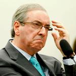 O PIG escolhendo fotos de novo. :) RT @folha: Grupo vaia Cunha e é retirado pela polícia de sessão naAssembleia de SP http://t.co/HtQpR915Xq