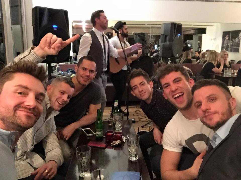 Great night @5thViewLondon last night. Pulled in quite a crowd! @russelltovey @druidDUDE @DinoFetscher #5thView http://t.co/INdFiGO7RC
