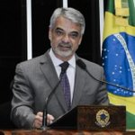 Ex-gerente da Petrobrás diz que assinou cheques de propina para campanha de senador do PT http://t.co/O6ut5CooaX http://t.co/sFCIrDnAkL