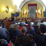 Consiglio comunale di Brescia sulle famiglie di fatto. Sala piena di sentinelle (sedute in questo caso). http://t.co/E3FBAKHP63
