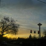 @space_needle @queenanneview @ScottSKOMO #Seattle #sunrise from lower #QA Happy Friday to all. #TGIF http://t.co/fmEl7IvpYk