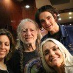 Aos 81 anos, lenda da música country terá sua própria marca de maconha. http://t.co/jbZdL72w9C http://t.co/oCM1a5f6Ve