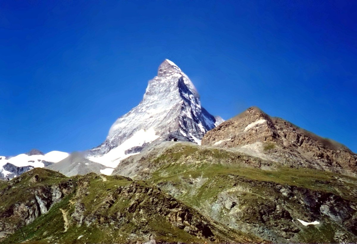 Experience the ONLY hostel with a view of the Matterhorn! http://t.co/Dw85ieqeSm #travel #switzerland http://t.co/DHQtd6mEKR