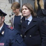 Amanda Knox's murder conviction overturned by Italian court http://t.co/UTgxAkDYGN http://t.co/z6jPbVdpV7