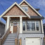 Vancouver house sells for $567K over listed price http://t.co/uhy7NOSNtn http://t.co/i3re4KIDaq