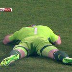 """Russia goalkeeper hit by a flare inside the first minute🙈🙈🙈 http://t.co/66KH6gunZE http://t.co/8Pfk4WOj8i"""""""