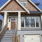 Vancouver house sells for $567K over listed price http://t.co/BfEffj8xy9 http://t.co/okHl5No59m