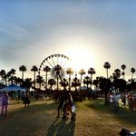 Coachella and Lollapalooza are banning selfie sticks this year http://t.co/KfL7NG1GsU http://t.co/sPxyn4n9pz