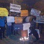 Jóvenes protestando en contra de la impunidad. #CárcelACorruptos http://t.co/qhu60EO4XL