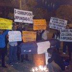 Los jóvenes de @jalianzapais, indignados por la impunidad, exigen #CárcelACorruptos. http://t.co/H0oBaMph0o