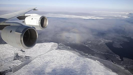 Uhh RT @CNBC: Antarctica hits highest temp recorded — 63 F » http://t.co/nXQ4RZyo6z http://t.co/hn6pMiZc1V