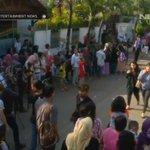 Penggemar dan warga saat ini sedang menunggu kedatangan jenazah Alm. Olga Syahputra. #RIPOlgaSyahputra #ENEWS http://t.co/NJyYkcl4Dy
