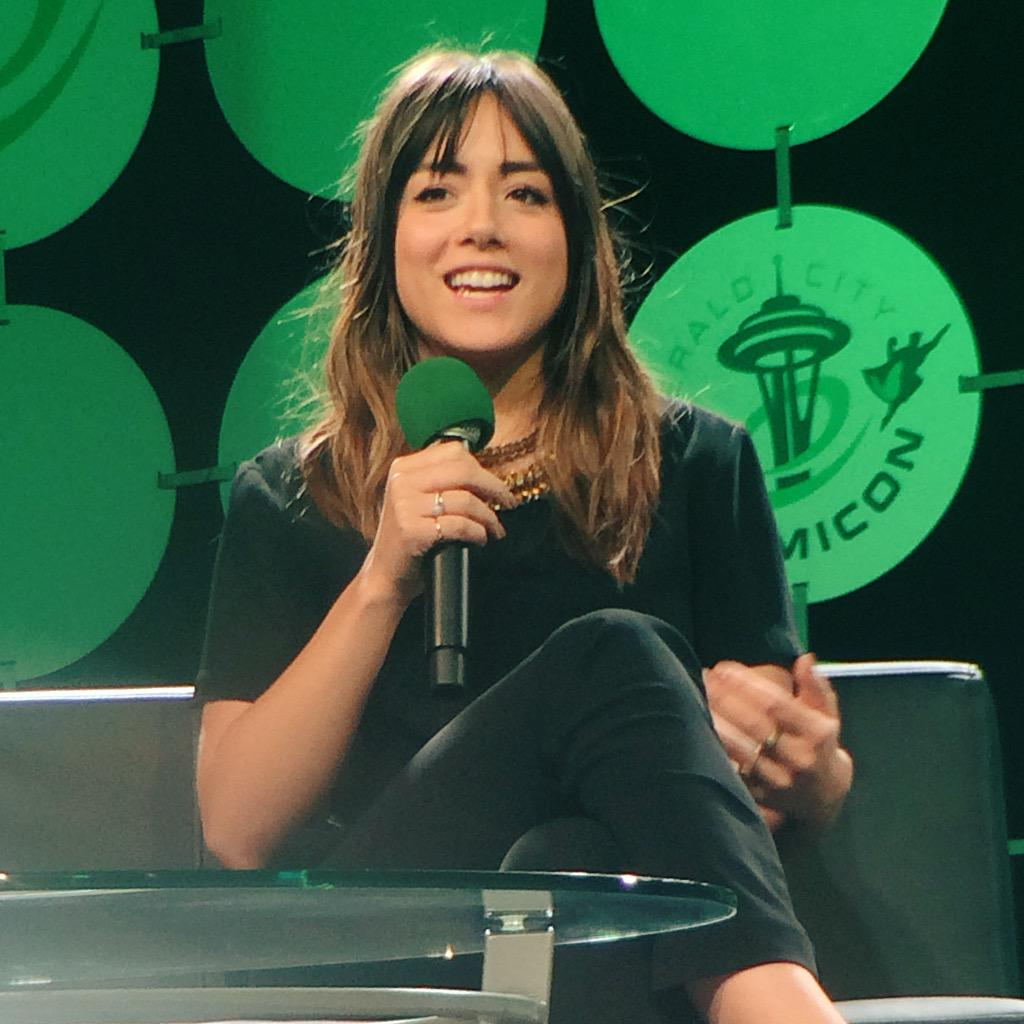 """I'd like to see Skye go up against Black Widow. Just so I could touch Scarlett Johannson..."" @ChloeBennet4 #ECCC http://t.co/tfBhSG5DxG"