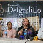 Entrega @jboscoo reconocimiento a nombre del Ayuntamiento de Veracruz a @DelgadilloFer por su aporte musical. http://t.co/Gmk4Yxe8Vm