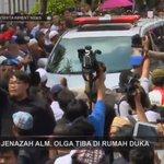 Jenazah Alm. Olga Syahputra sudah tiba di rumah duka yg bertempat di Duren Sawit. #RIPOlgaSyahputra http://t.co/X5klJ4Axvf