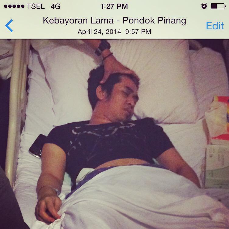 Erick Bana Iskandar (@erickiskandar): The Last Time I Saw Him.......Selamat Jalan Ka Olga.......Semua Kenangan Indah Tak Akan Terlupakan #RIPOlgaSyahputra http://t.co/Jo7oSMtfua