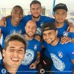 Patito sempat berselfie bersama rakan sepasukan Antonio, Junior, Mahali, lucho dan Aidil. http://t.co/FIN1kyJSq4