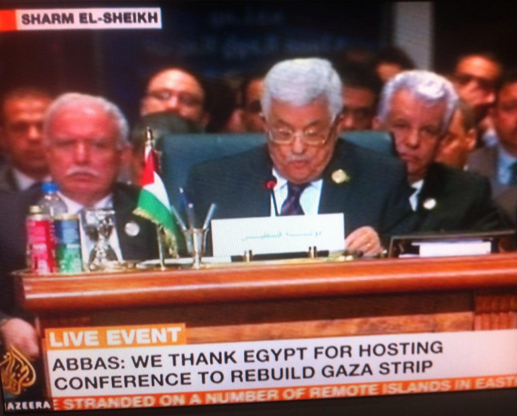 Only at an Arab summit would there be a Coke & Sprite can by every speaker... http://t.co/YGbw70Jz6q