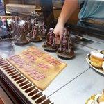 """... @Nice_Matin: Les pâtisseries dites """"racistes"""" de Grasse ont changé de look http://t.co/7NOeQHeB0o http://t.co/DgiKW0KyFN"""