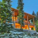 Ce chalet possède une entrée pour ne pas déchausser ses skis Prix: 20 500 000$  Plus dinfos →http://t.co/ofYgHztjf5← http://t.co/twEHMdBUwD