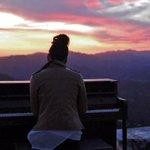 Piano intriga visitantes após aparecer no alto de montanha na Califórnia http://t.co/ooSuSpHP0o #G1 http://t.co/YlmhvvWwE5