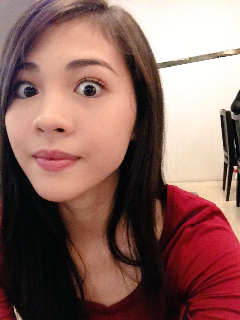 Claire Ruiz ♕ (@ClaireRHart): You take selfies on my phone, I post it!