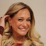 Depois de Madonna, Susana Vieira também cai no palco. http://t.co/Mb1ejLVP9v http://t.co/xVfLBieOny