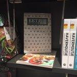 Blijft leuk om een door ons gedrukt boek in de winkel te zien liggen! @EetPaleo @Gianotten013 #boekendrukken http://t.co/n7eM21HLzn
