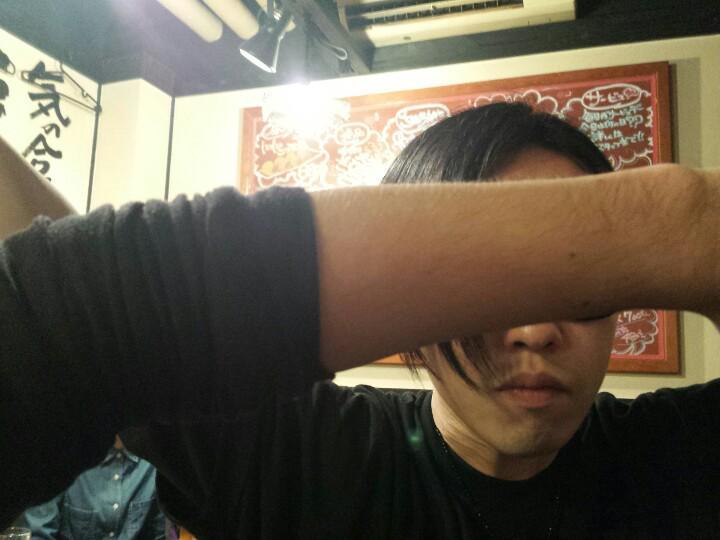 打ち上げでMOMIKEN。腕はUZ #SPYAIR http://t.co/ZG2wFCQWtV