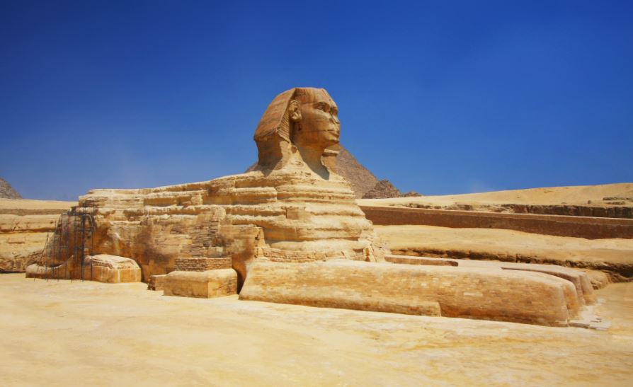 Tour the Great Pyramid and Sphinx of Giza with @MVoltaggio and @MarianaVZ -