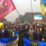 успел в Днепропетровск на митинг команды Коломойского. народу немного, дождь http://t.co/RdRfOQ94RI