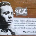 Hace 73 años moría en la cárcel de Alicante el poeta comunista Miguel Hernández.¡TUS VERSOS CONTRA EL FASCISMO! http://t.co/ClvQu9v3BE