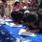 Más ciudadanos continúan llegando al parque Miraflores para recibir atención médica. #JuntosPorLaSalud @EquidarEC http://t.co/ymR3B5aMUh
