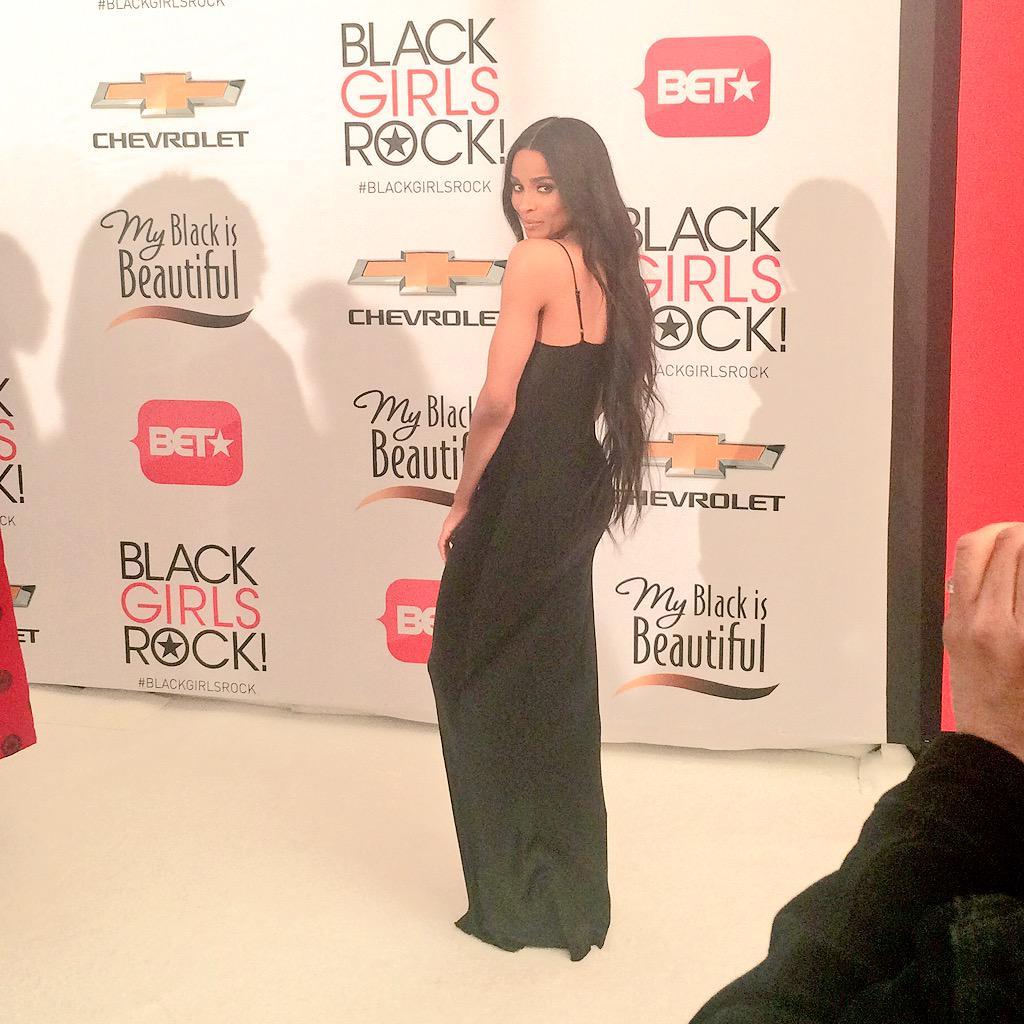 Whoa! #Ciara is even more beautiful in person! #BlackGirlsRock #RedCarpet cc @taibeau http://t.co/zUvi3DMANh